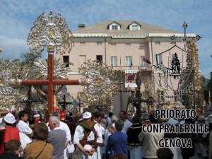 Piazza Comunale con Crocifissi