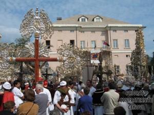 Piazza Comunale con Crocifissi B